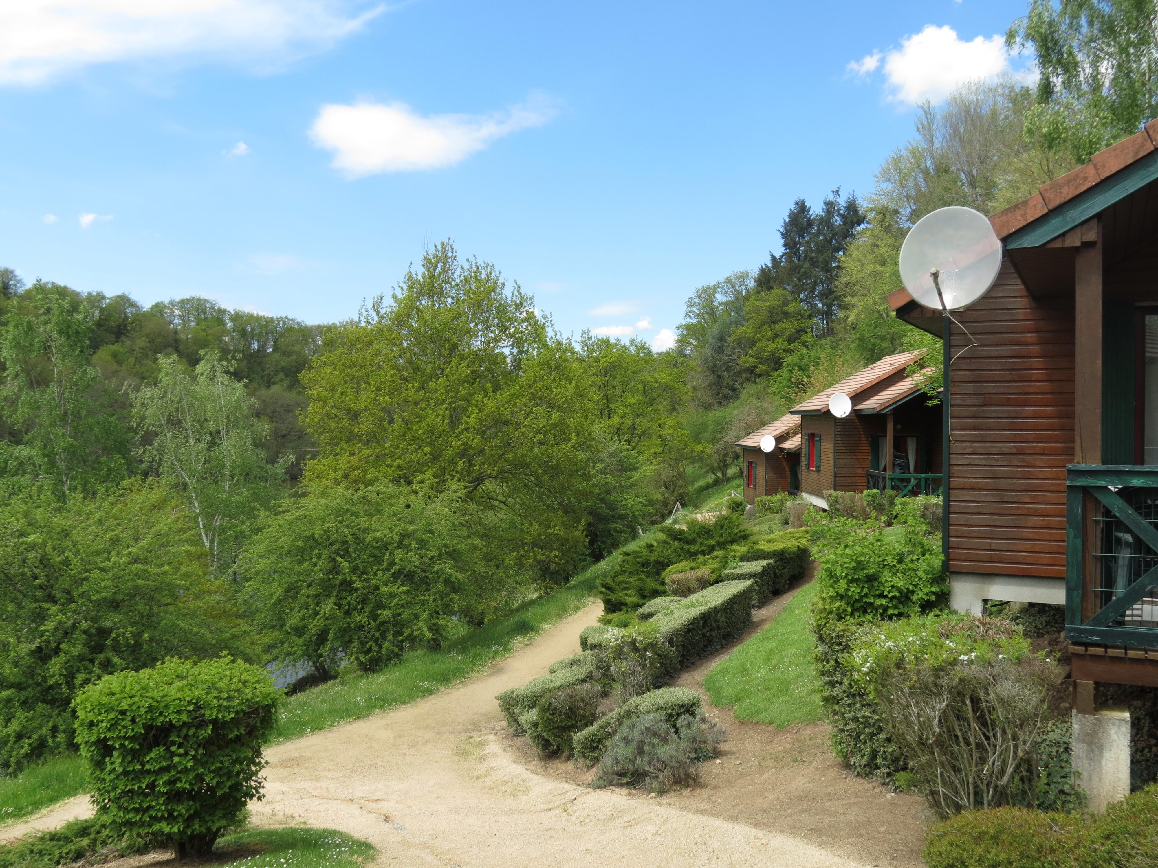 Les campings office du tourisme de n ris les bains - Office tourisme divonne les bains ...